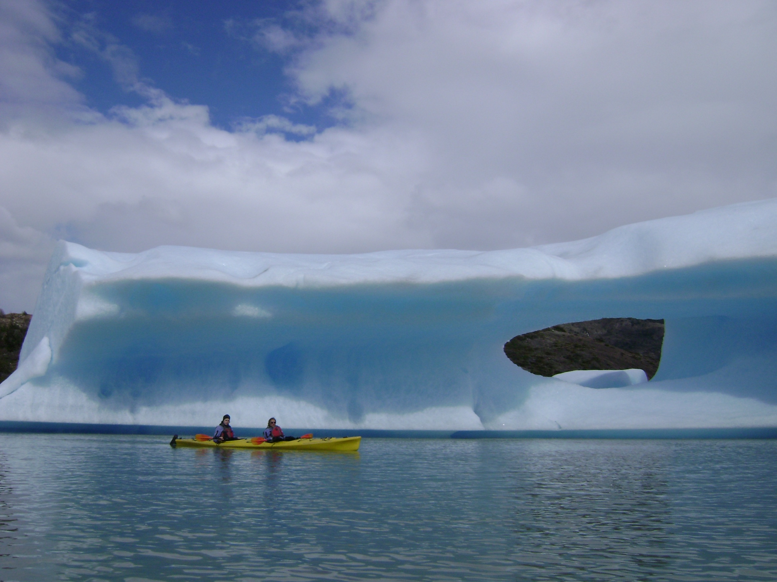 Sea kayakers approach a glacier on Lake Pehoé. <em>Photo credit: Luis